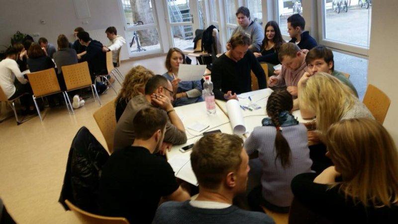 Gruppenarbeit bei der MPS zum Thema Radikalismus stoppen